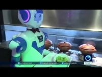 restaurants_in_shanghai_uses_robots_as_waiters